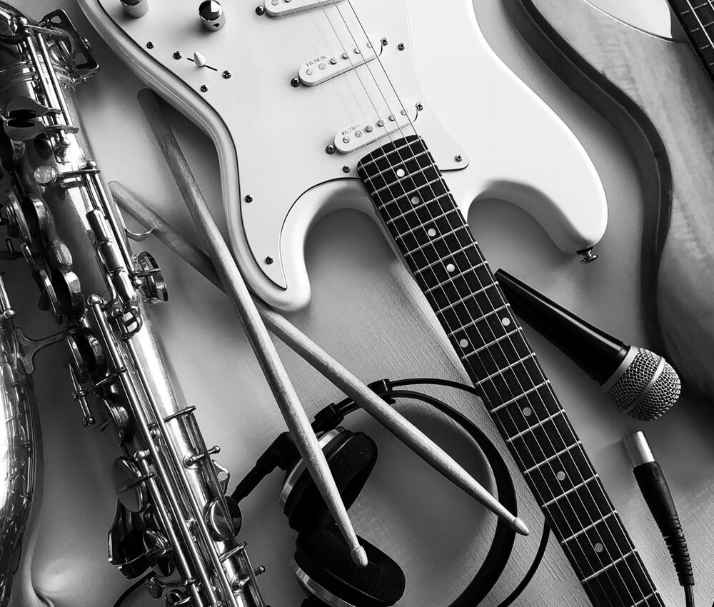 killianPavlik_bio_images_artAbstrait_musique_instruments